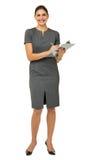 Портрет коммерсантки держа доску сзажимом для бумаги и ручку Стоковое Изображение