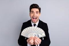 Портрет конца-вверх его он славный привлекательный жизнерадостный восторженный аудитор экономиста маклера агента банкира финансис стоковое фото