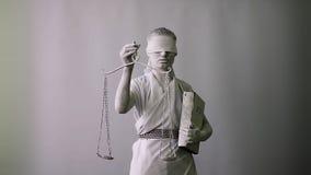 Портрет конца-вверх живущей статуи богиня правосудия Themis с безпассудством статуя приходит к жизни видеоматериал