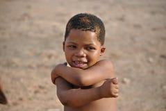 Портрет конца-вверх камер-застенчивой девушки от племени Сан Стоковые Изображения
