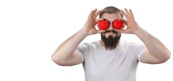 Портрет конца-вверх красивого бородатого заключения человека наблюдает красным h стоковое фото