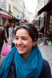 Портрет конца-вверх красивой девушки в городе Стоковые Фотографии RF