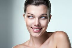 Портрет конца-вверх красивой женщины с выражением emo Стоковое фото RF