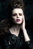 Портрет конца-вверх красивой женщины с ярким составом Стоковые Изображения RF