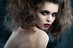 Портрет конца-вверх красивой женщины с ярким составом Стоковые Фотографии RF