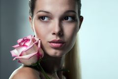Портрет конца-вверх красивой стороны женщины Стоковая Фотография RF