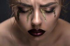 Портрет конца-вверх красоты искусства красивой модели Стоковые Фото