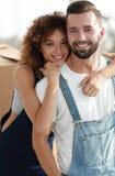 Портрет конца-вверх нов-пожененной пары в рабочей одежде Стоковая Фотография