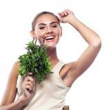 Женщина с пачкой свежей мяты. Стоковая Фотография RF