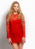 Портрет красивейшей белокурой девушки в красном цвете Стоковые Фотографии RF