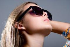 Портрет красивейшей девушки в солнечных очках Стоковые Фотографии RF