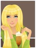 Портрет красивейшей девушки с коктеилом Стоковые Изображения