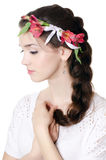 Портрет красивейшей девушки с цветками в волосах Стоковая Фотография