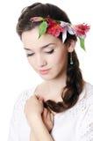 Портрет красивейшей девушки с цветками в волосах Стоковая Фотография RF