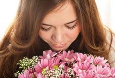 Портрет красивейшей девушки с роскошными длинними волосами и пинком Стоковое фото RF