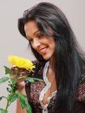 Портрет красивейшей девушки брюнет стоковые изображения