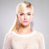 Красивейшая женщина с составом способа и белыми волосами Стоковая Фотография