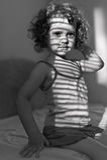 Портрет красивейшей маленькой девочки с тенью стоковое фото