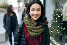 Портрет красивейшей молодой женщины смотря камеру Стоковое Фото