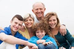 портрет красивейшей семьи счастливый стоковая фотография rf