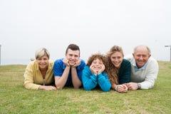 портрет красивейшей семьи счастливый стоковые фотографии rf