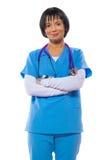 Портрет красивого азиатского женского доктора с пересеченными оружиями смотрит Стоковое фото RF