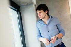 Портрет красивого бизнесмена Стоковая Фотография