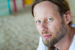 Портрет красивого бородатого человека Стоковые Фотографии RF