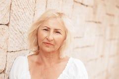 Портрет красивого зрелого конца-вверх женщины стоковое изображение rf