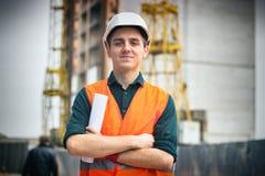 Портрет красивого инженера в шлеме Стоковое Изображение