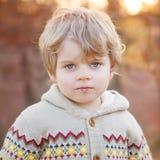 Портрет красивого мальчика 2, outdoors Стоковое Изображение