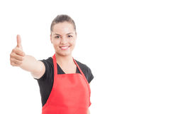 Портрет красивого работника магазина показывая как знак Стоковое фото RF