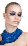 Портрет красивого состава вечера Голубые ресницы Neckerchief сини девушки Стоковые Изображения