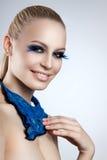 Портрет красивого состава вечера Голубые ресницы Neckerchief сини девушки Стоковая Фотография RF