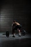 Портрет красивого спортсмена от позади стоковое изображение