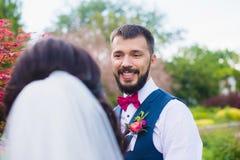 Портрет красивого стильного как раз пожененного человека Стоковая Фотография RF