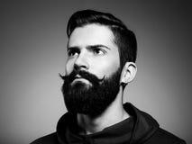 Портрет красивого человека с бородой стоковые фотографии rf