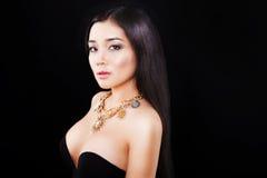 Портрет красивой азиатской девушки с роскошью Стоковая Фотография