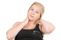 Портрет красивой белокурой женщины усмехаясь на белизне изолировал предпосылку Стоковые Изображения