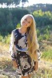 Портрет красивой блондинкы outdoors Стоковое Фото