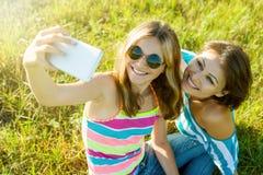 Портрет красивой взрослой матери и ее девочка-подростка дочери Стоковое Изображение