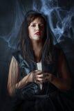Портрет красивой готической девушки в черной вуали Стоковые Фото