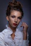 Портрет красивой девушки в классическом изображении Стоковое Изображение RF