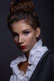 Портрет красивой девушки в классическом изображении Стоковые Изображения RF