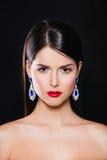 Портрет красивой девушки брюнет с роскошью стоковая фотография