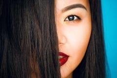 Портрет красивой девушки в студии Стоковая Фотография