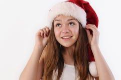 Портрет красивой девушки в шляпе Санты смотря вверх и мечтая Стоковая Фотография