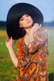 Портрет красивой девушки в шляпе Стоковое Изображение RF
