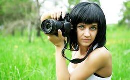 Портрет красивой девушки, делая фото Стоковые Изображения RF