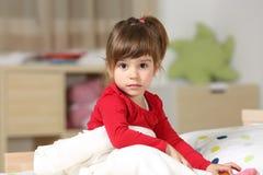 Портрет красивой девушки малыша в ее комнате Стоковое Изображение
